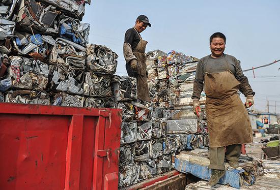 据统计,我国600多座大中城市中,三分之二陷入垃圾包围之中,四分之一城市已没有堆放垃圾的合适场所。视觉中国 资料