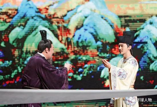 《国家宝藏》节目中明星演绎故宫馆藏国宝《千里江山图》的故事。