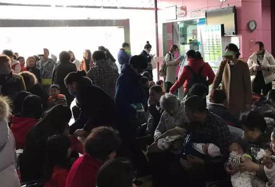 紫阳街道社区卫生服务中心预防接种门诊爆满