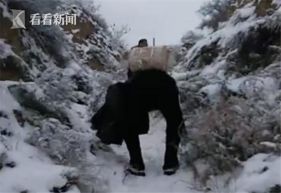 真人娱乐:教师背试卷雪中徒步十几里_只为给孩子们考试