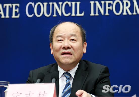 国家统计局局长宁吉�矗ㄍ计�来源:国新办网站 刘健 摄)
