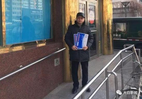 林峰在邮局留影