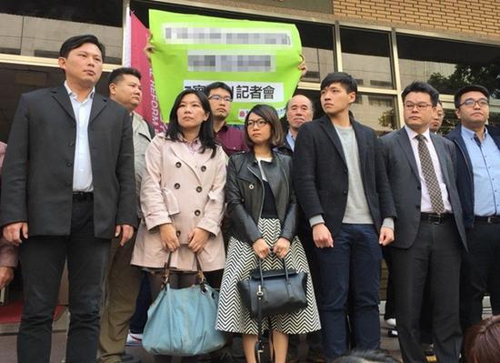 黄国昌(前左一)、陈为廷(前左四) 图自台媒
