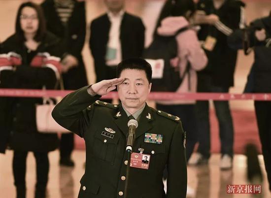 ▲全国政协委员、中国载人航天工程办公室副主任、航天员杨利伟说,今年载人航天将选拔第三批航天员。