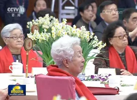全国政协在春节前举行已故知名人士的夫人春节茶话会,已成惯例。