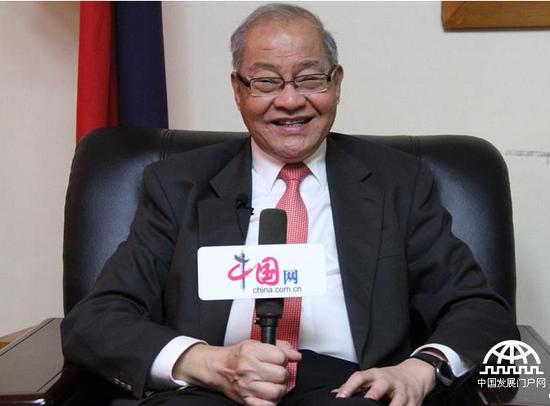 菲律宾驻华大使罗马纳蒙受记者专访。拍摄/郭俊魁