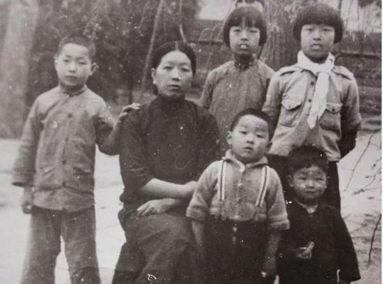郑天挺夫人和孩子