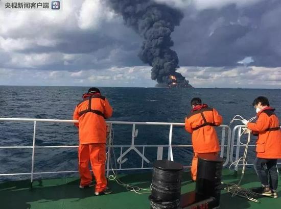 """▲""""桑吉""""轮爆燃沉没。"""