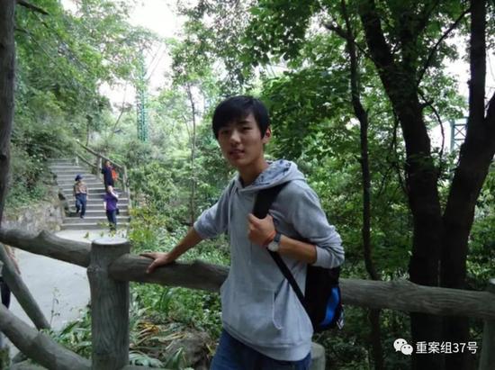 ▲少年时代的强天林。受访者供图