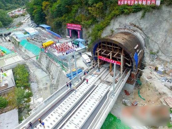 ▲大秦岭隧道出口