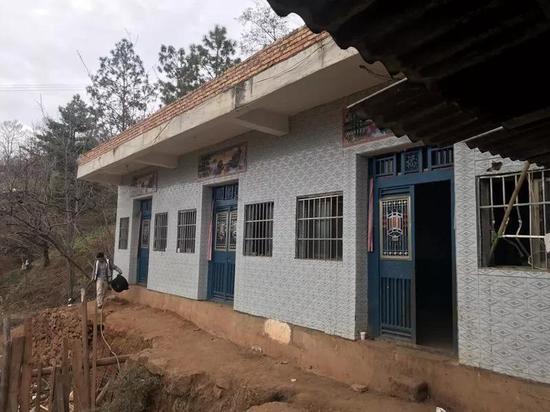 陈才本家位于青山村的一个山坡上。