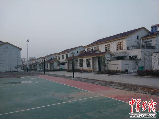 刘冲村易地扶贫搬家安顿点的楼房 中国青年报中青在线见习记者 傅晓羚 摄
