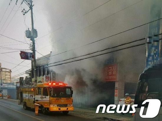 韩国医院大火已致33死 行政安全部长现场指挥救援|庆尚南道|火灾|医院