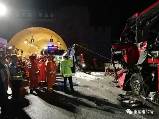 ▲ 大客车碰撞隧道事故造成36人死亡。 图片来源/新华社