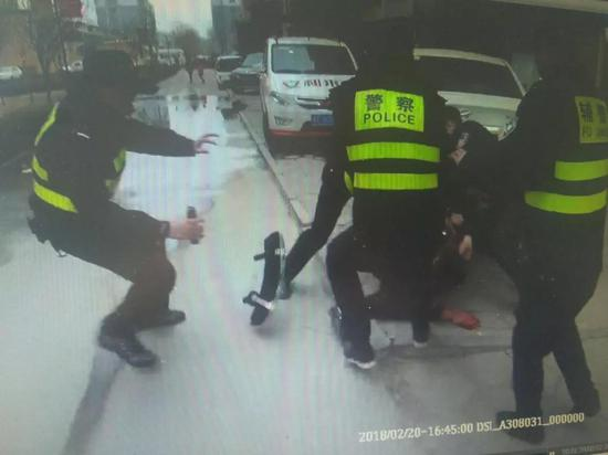 山东莘县男子酒后殴打妻子 连捅儿子数刀致其死亡
