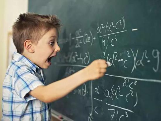 """为了提高数学教学质量,英国决定借鉴中国的数学教学法,也就是所谓的""""上海模式""""。"""