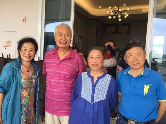陈小鲁和夫人在海南过春节。受访者供图