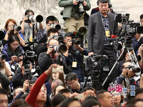 新闻发布会吸引大批媒体记者。中国网记者 郭天虎 摄