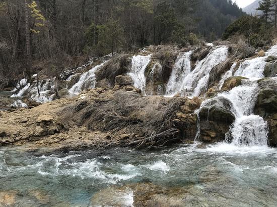 双龙海瀑布