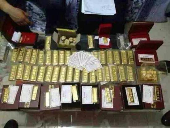 纪检部门在马超群家中搜出大量金条