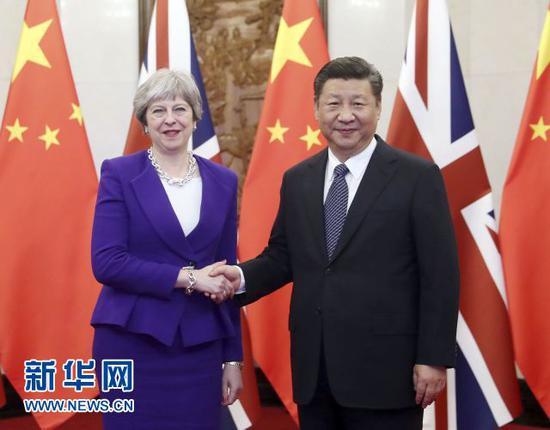 2月1日,国家主席习近平在北京钓鱼台国宾馆会见来华进行正式访问的英国首相特雷莎·梅。新华社记者刘卫兵 摄