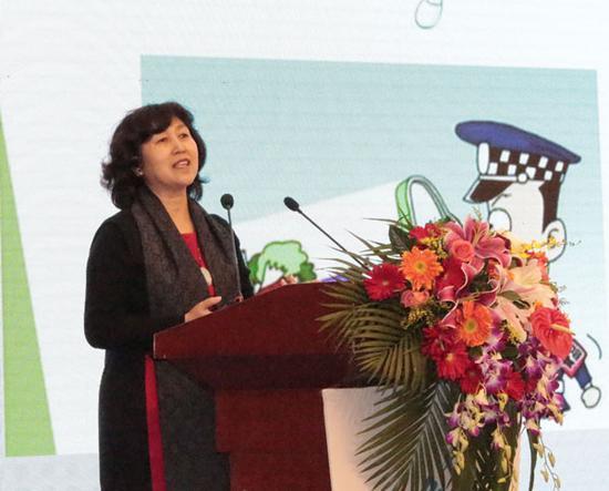 图为中国传媒大学传媒教育研究中心主任、中国传媒大学传播研究院教授张开发言(千龙网记者 付小清摄)