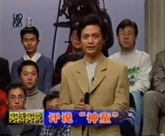 ▲宁铂在《实话实说》(1998)节目。