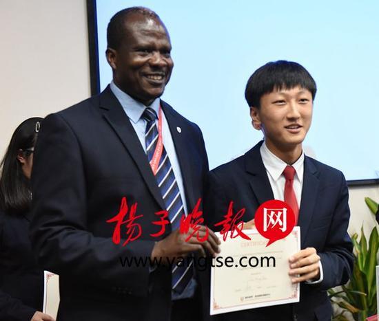 """苏州一学生被""""世界最难考大学""""获200万奖学金"""
