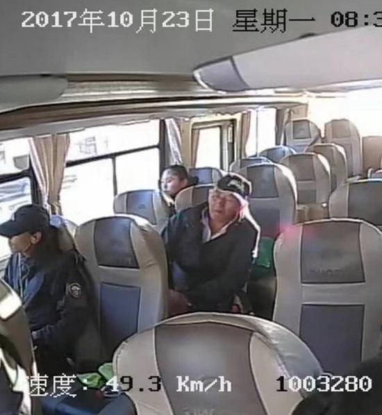 距离徒步爱好者刘银川走出无人区的计划日期已经过去16天了。