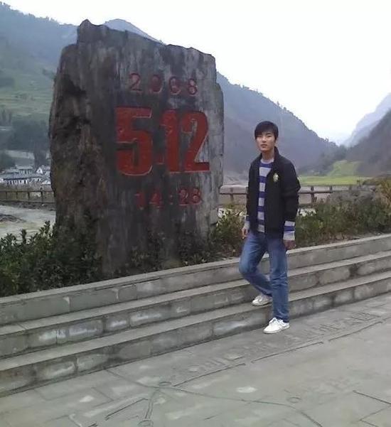 强天林于2012年考入国防科技大学,正式入伍。受访者供图