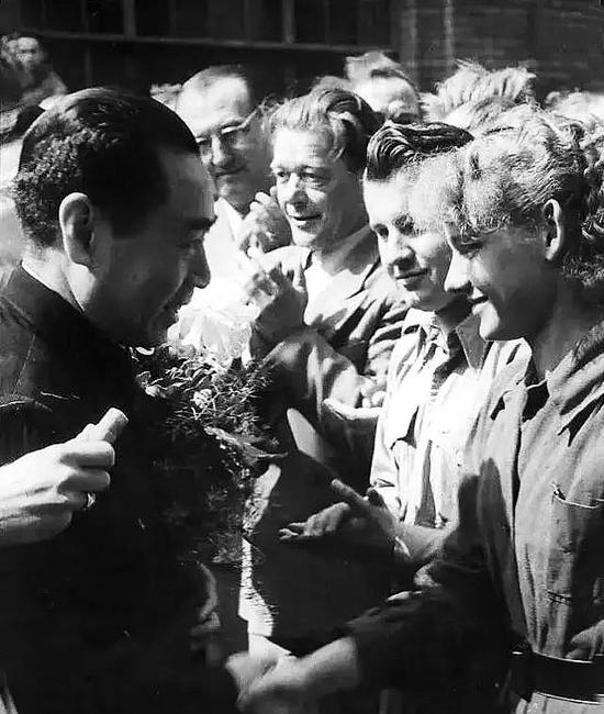 1957年1月,周恩来拜会苏联最高苏维埃主席团主席伏罗希洛夫。