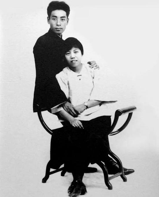 1926年8月8日广东汕头,两人结婚1周年纪念。