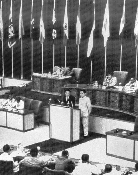 1954年7月,周恩来访问德意志民主共和国。