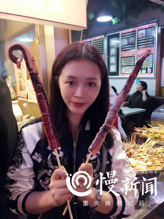 王馨连称自己是个吃货,特别喜欢美食