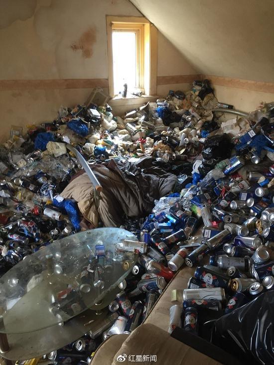 房客12年没扔垃圾 卫生间的图片有亮点 - 点击图片进入下一页