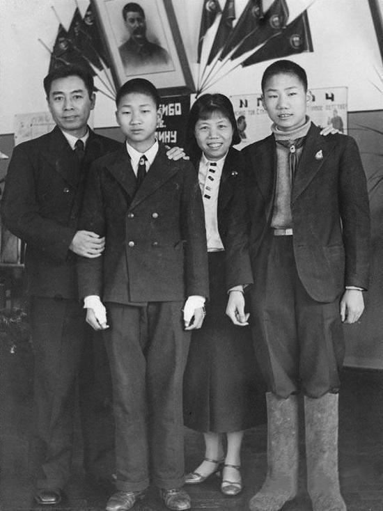 1940年,周恩来与邓颖超。