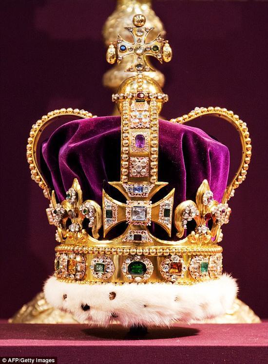 圣爱德华王冠。(图片来源:《每日邮报》)