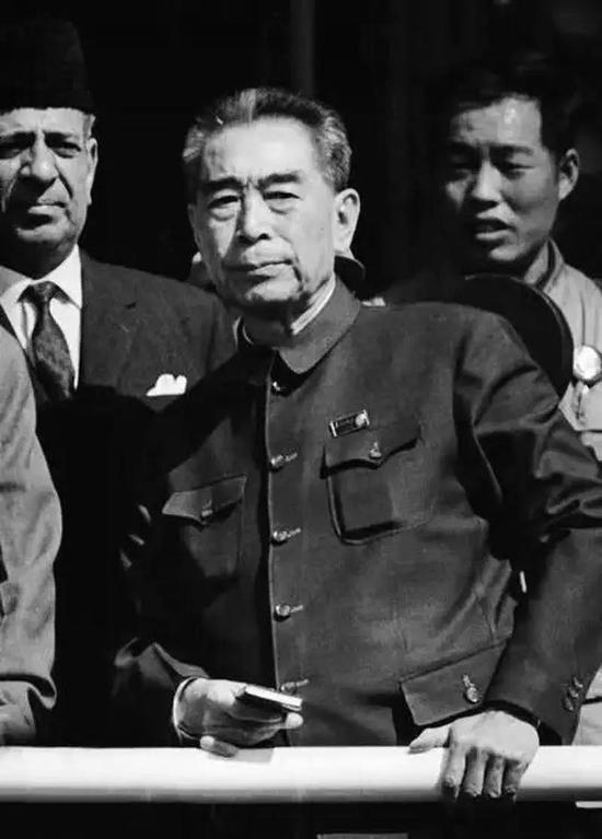 1976年1月8日,周总理在京逝世,享年78岁。