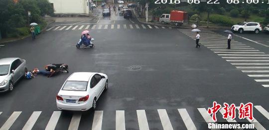 两车相撞 常山县委宣传部提供