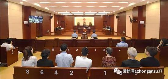 ▲5月18日,江西省高院对原审被告人李锦莲故意杀人再审一案进行了公开开庭审理。  图/江西省高院官网
