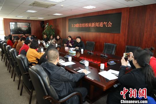 22日,山西省卫生计生委召开新闻通气会,介绍目前该省结核病防治工作情况。 刘翔 摄