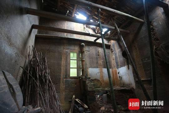 家里的老房子已经年久失修