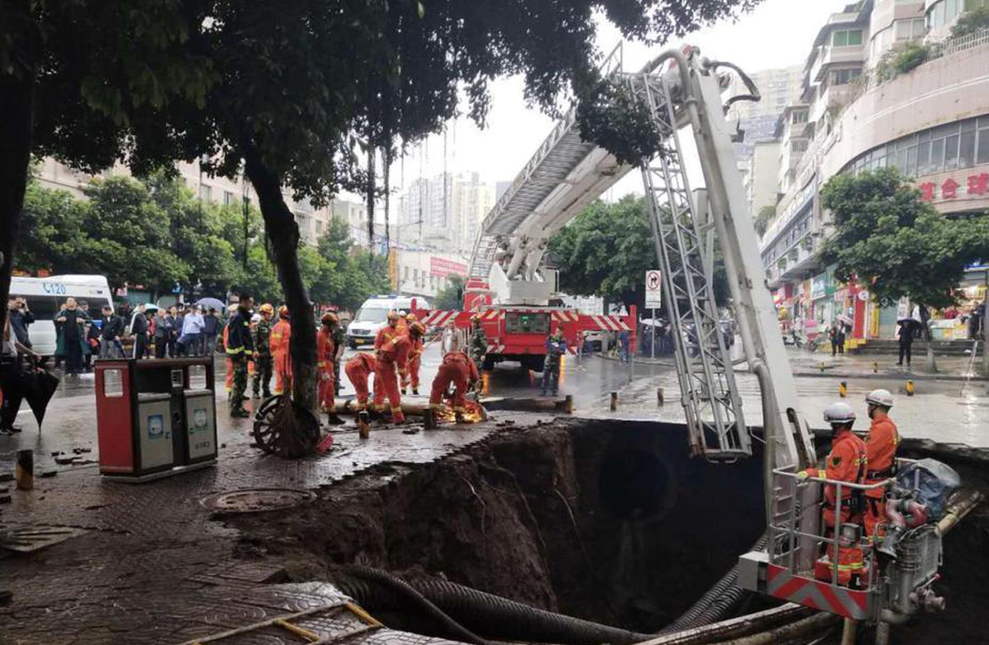 山东一金矿爆炸 22人被困