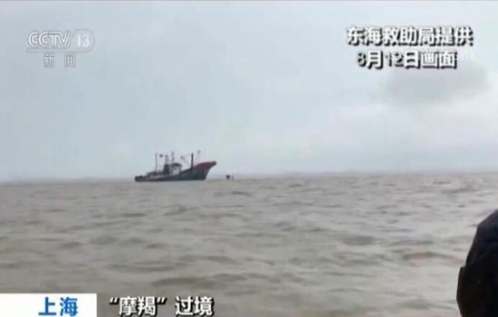 """台风""""摩羯""""过境:两艘船东海遇险 20名船员获救"""