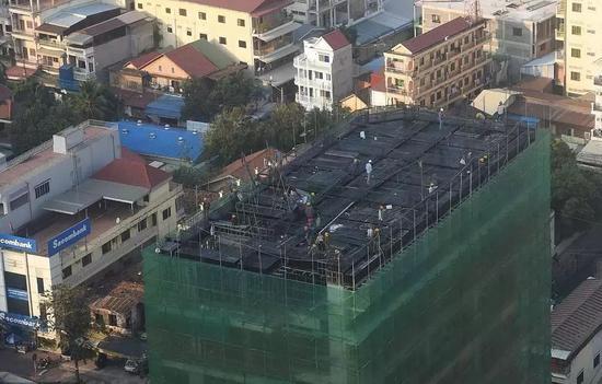 ▲当地时间2019年2月7日,柬埔寨金边一施工建筑。 图片来源:视觉中国