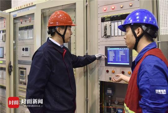 2018年5月8日,四川省映秀湾电站,马元江前往检查水电站安全。汶川地震时,他被埋了100多个小时,最终获救。
