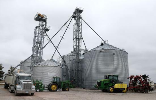 """艾奥瓦州是美国仅次于加利福尼亚州的第二大农业州。美国大豆协会主席海斯多费尔4月4日发表声明,呼吁特朗普政府以""""建设性""""姿态解决与中国的贸易摩擦。图为位于美国艾奥瓦州得梅因的金伯利农场。(汪平 摄)"""