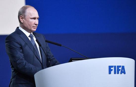 6月13日,普京在国际足联第68届大会上发表讲话