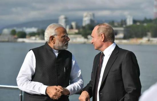 5月21日,莫迪与普京在俄罗斯索契会面。(印度报业托拉斯)