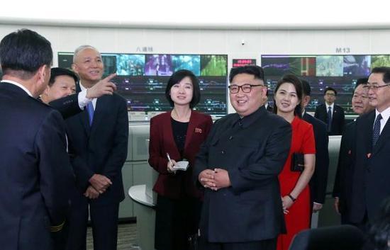 6月20日,金正恩参观北京市轨道交通指挥中心。新华社 图